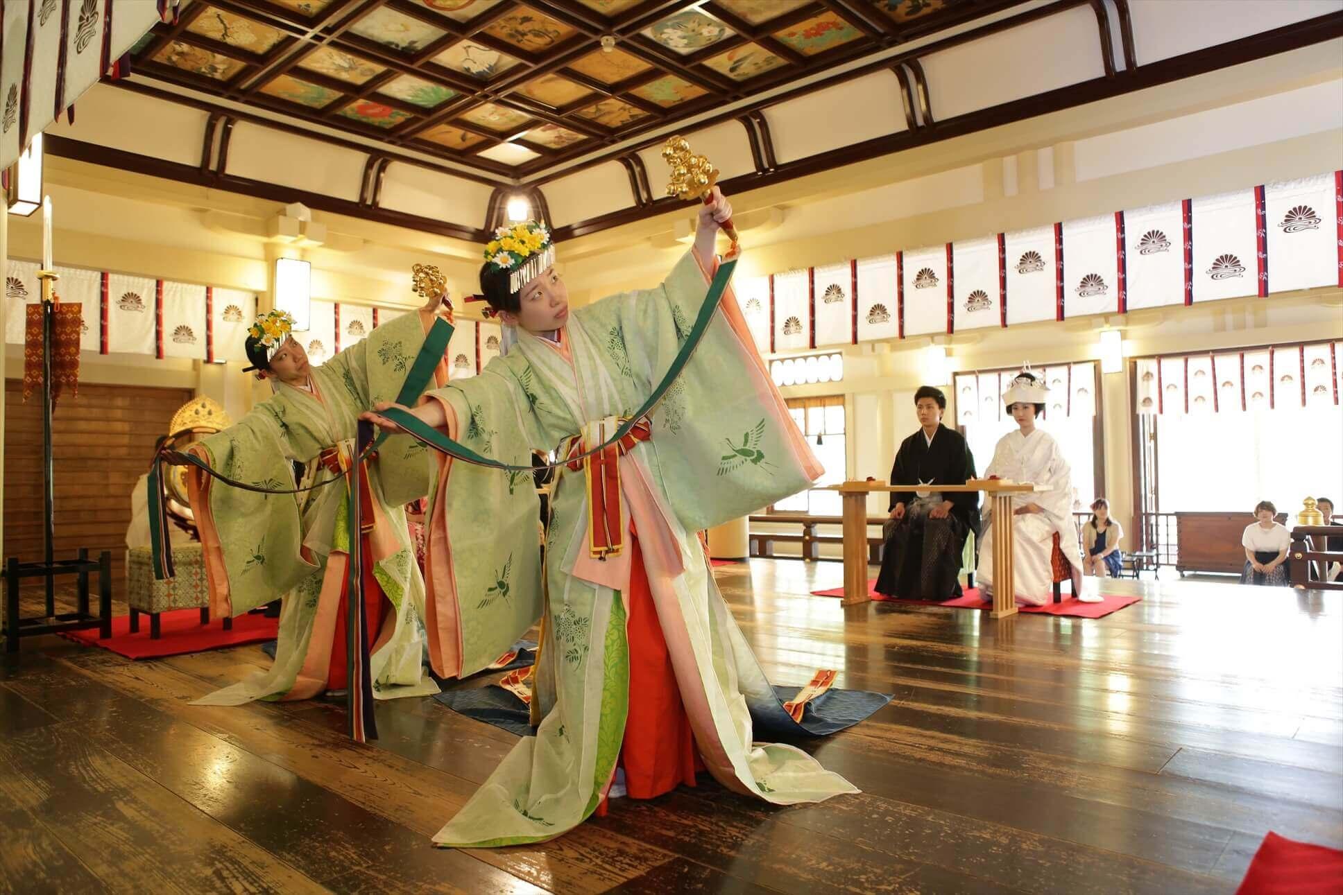 神楽「浦安の舞」